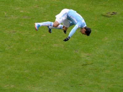 """Игрок """"Лацио"""" празднует забитый гол"""