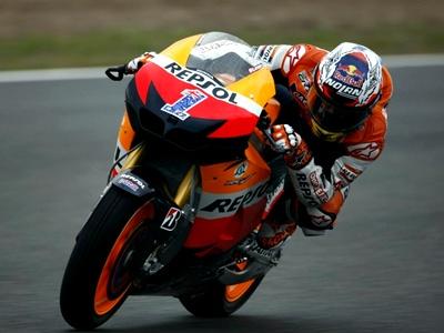 Кейси Стоунер выиграл Гран-при Испании, Валентино Росси – девятый