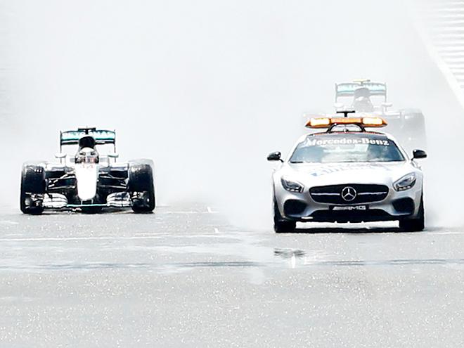 СМИ - о Гран-при Великобритании: победа Хэмилтона, старт за сейфти-каром
