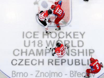 Юниорская сборная России уступила канадской команде