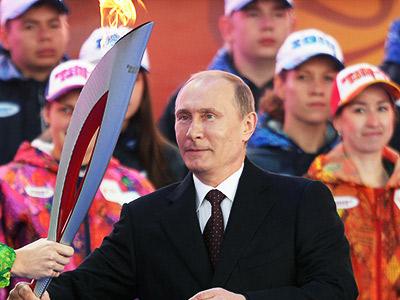 Владимир Путин зажёг олимпийский огонь