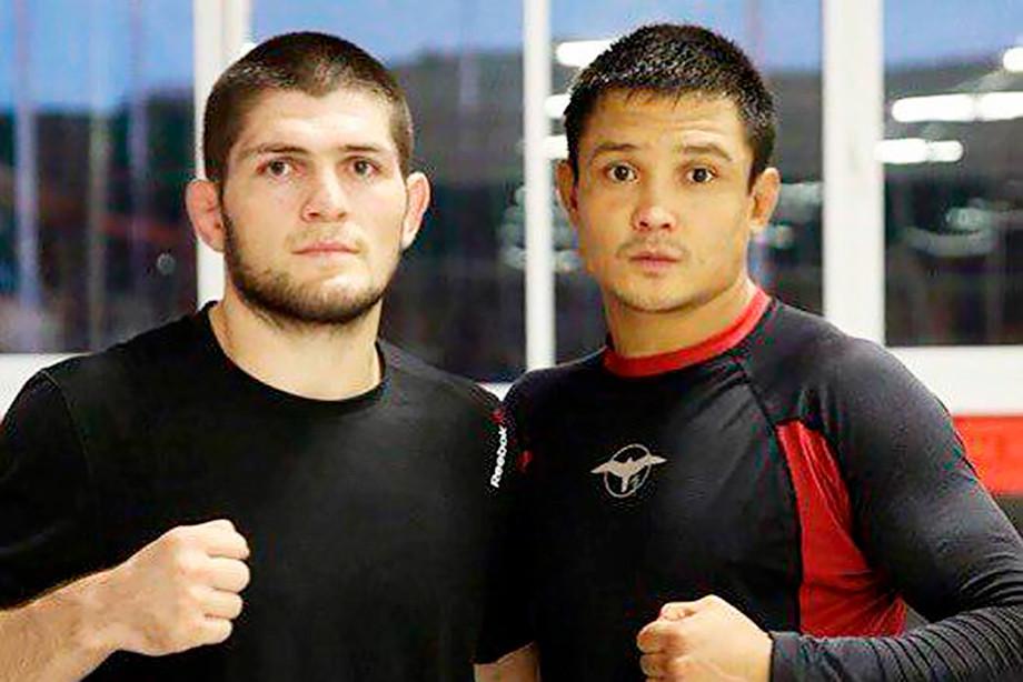 Боец Настюхин нокаутировал экс-чемпиона UFC Альвареса