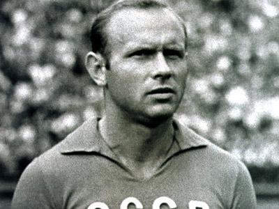 Дважды заслуженный мастер футбола
