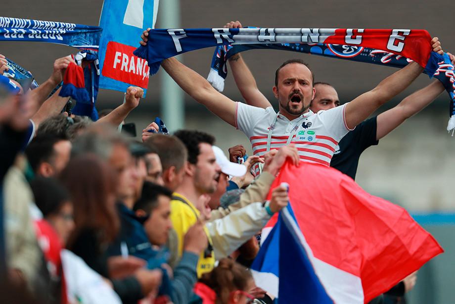 Тренировка сборной Франции. Болельщики