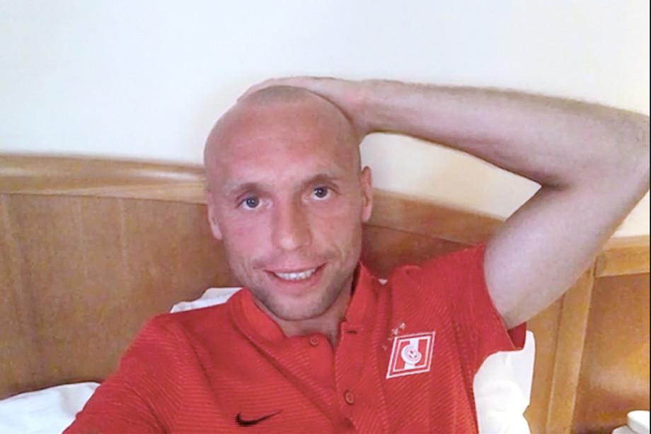 Глушаков обнародовал фото после стрижки налысо