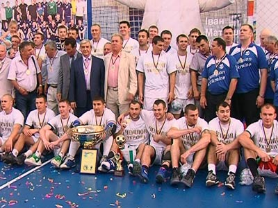 Полтавский гандбольный клуб выиграл чемпионат и Кубок страны