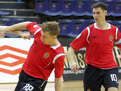 Сергей Сергеев (справа)