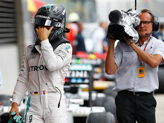 СМИ - о Гран-при Австрии Формулы-1: авария Росберга и Хэмилтона