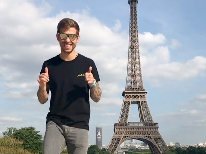 Смолов показал «жест Гризманна» в Париже. Футболисты в соцсетях