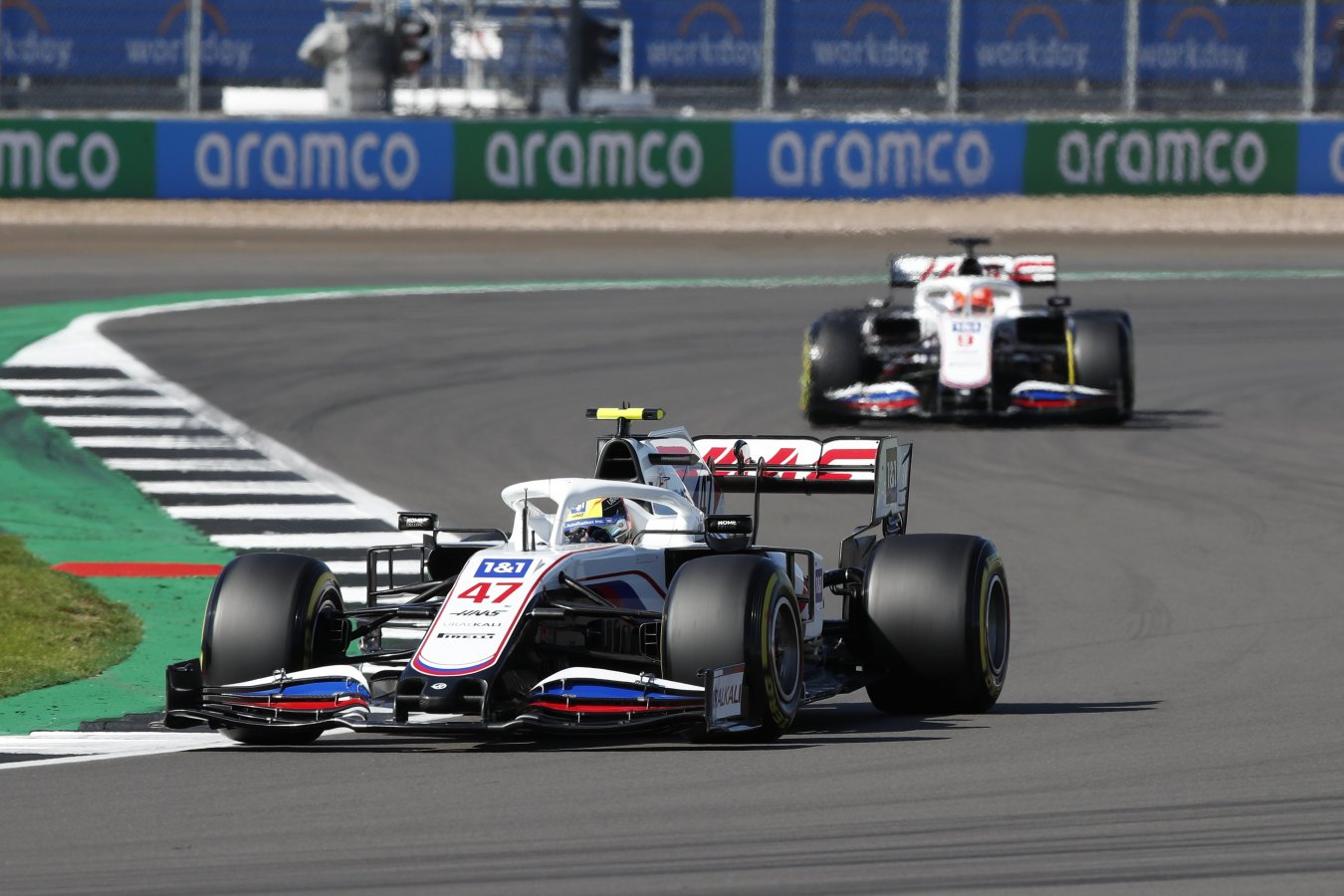 Штайнер прокомментировал столкновение Мазепина и Шумахера в спринтерской гонке