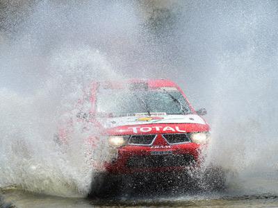 """11-й этап """"Дакара"""": борьба прервана дождями"""
