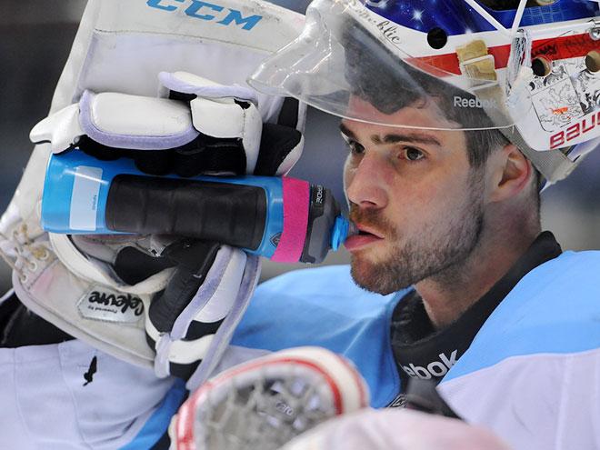 Удаления хоккейных вратарей в КХЛ: драки, удары – видео