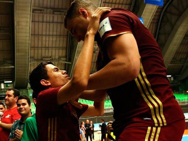 Трогательные моменты в футболе, способные довести до слёз