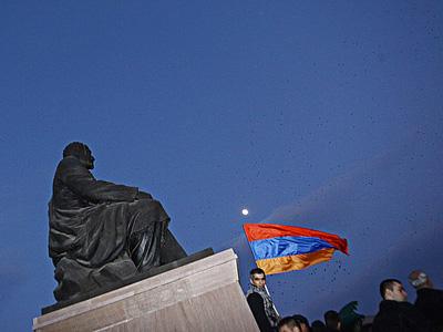 Футбол затмил для ереванцев политику
