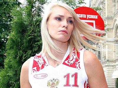 Польша моложе, Россия сильнее