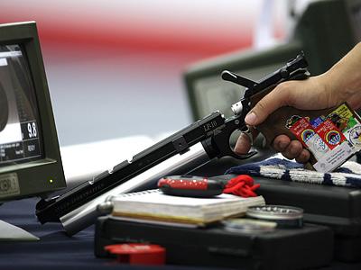 Упражнения в спортивной стрельбе из пистолета