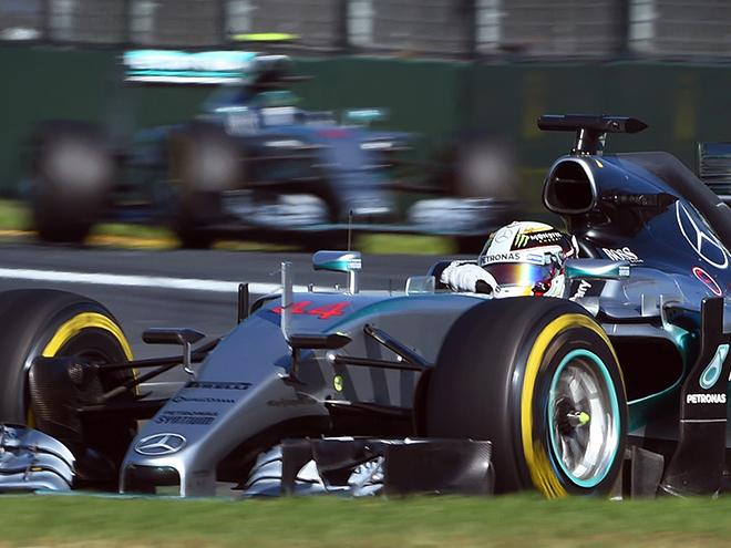 Льюис Хэмилтон выиграл первый Гран-при сезона