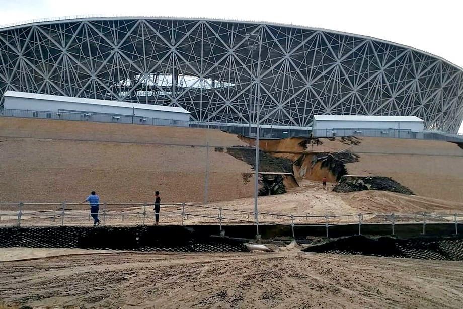 Стадион в Волгограде поплыл. Что вообще происходит?