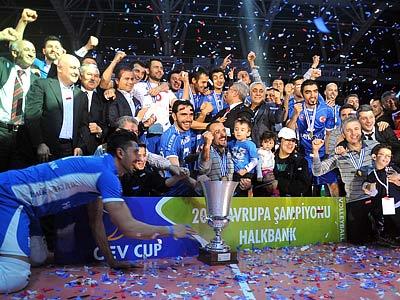 В финале Кубка ЕКВ «Халкбанк» переиграл «Латину»