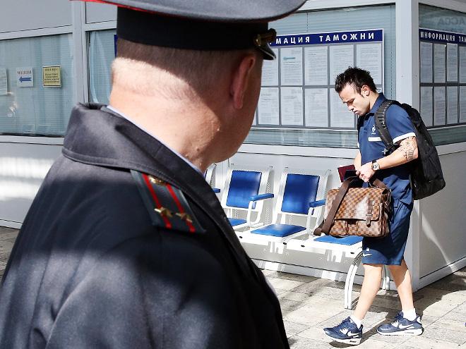 Матьё Вальбуэна прибыл в Москву