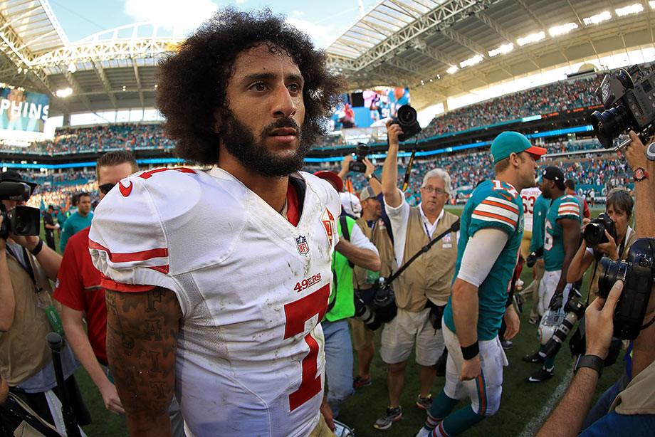 Жители Америки сжигают спортивную одежду, которую рекламирует «предатель» Каперник