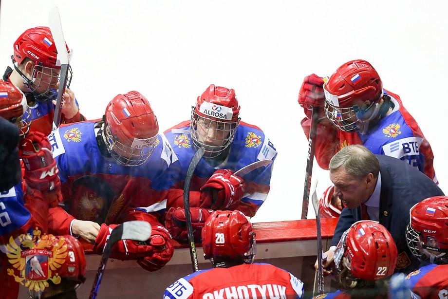 Сборная РФ проиграла команде США в ¼ финала юнирскогоЧМ похоккею