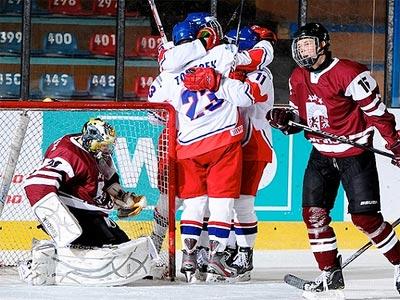Латвия вылетела из борьбы в чемпионате, но сохранила место в элите