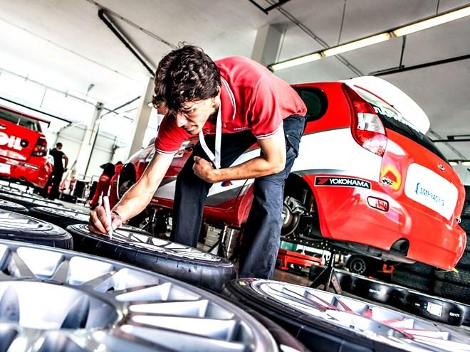 Как работает механик в гоночной команде