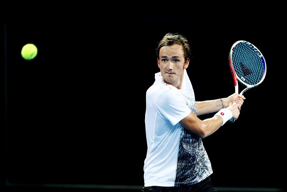 Медведев начал год с трёх побед над бывшими игроками топ-5