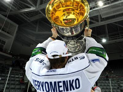 Лучший голкипер КХЛ Александр Ерёменко – о планах на будущий сезон