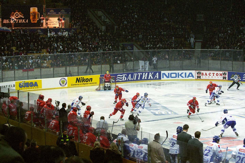 Аншлаги в «Лужниках», бесплатное пиво и молодой Дацюк. Как проходили игры Кубка «Балтики»