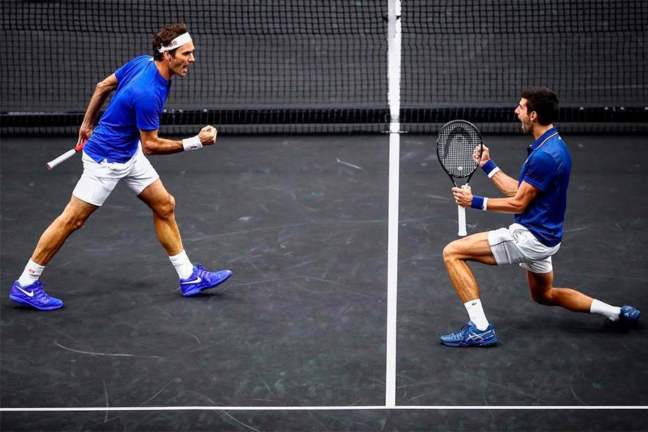 Мяч в спину. Федерер и Джокович порезвились, как их дети