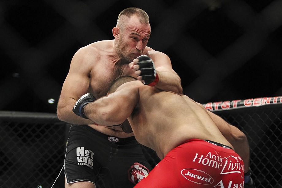 Олейник: Саша Емельяненко – трусливый парень. Могу показать ему уровень UFC
