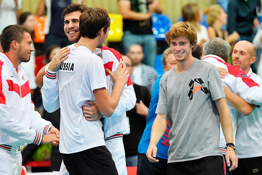 Позора избежали! Хачанов и Медведев сохранили для России прописку в Кубке Дэвиса