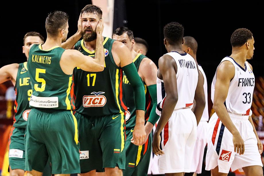 Чемпионат мира по баскетболу 2019, ФИБА отстранила судей