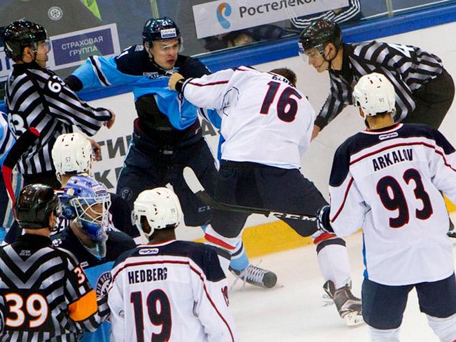 Хоккей. Обзор дня: драка Меньшикова, «сухарь» Салака, гол Да Косты