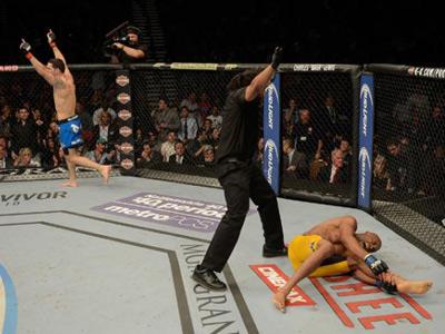 Андерсон Силва сломал ногу в бою