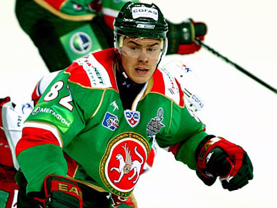 Е. Медведев: любил футбол, а оказался в хоккее