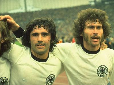 Герд Мюллер (слева) и Пауль Брайтнер
