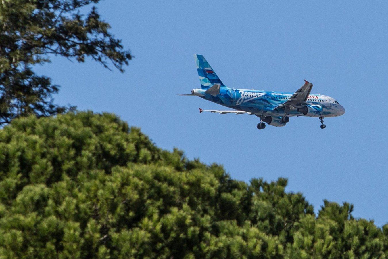 Фирменный самолёт Зенита совершил аварийную посадку из-за попадания в стаю птиц
