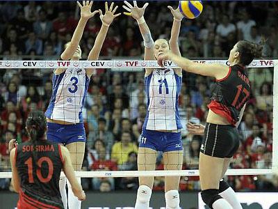Проиграв в полуфинале, россиянки сохраняют шансы поехать в Лондон