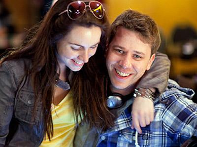 Лив Бори и Кевин Макфи рассказывают о своём знакомстве