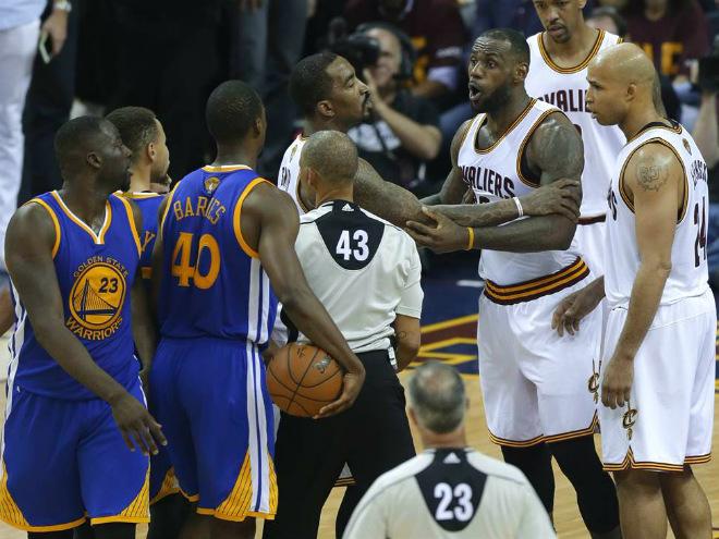 """Кливленд"" проиграл четвёртый матч финала плей-офф НБА с ""Голден Стэйт"""