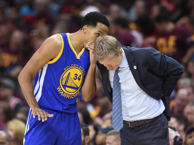 """""""Кливленд"""" сократил отставание в финале плей-офф НБА с """"Голден Стэйт"""""""