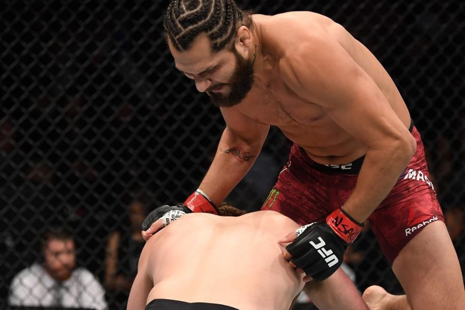 Быстрые нокауты, рекорд UFC — Масвидаль свалил Аскрена коленом за 5 секунд