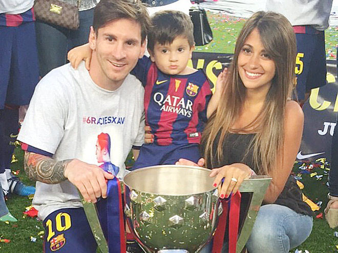 Месси с женой и сыном