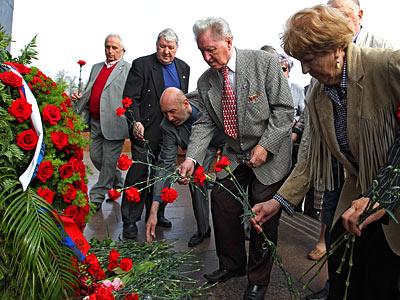 Ветераны возложили цветы на Поклонной горе