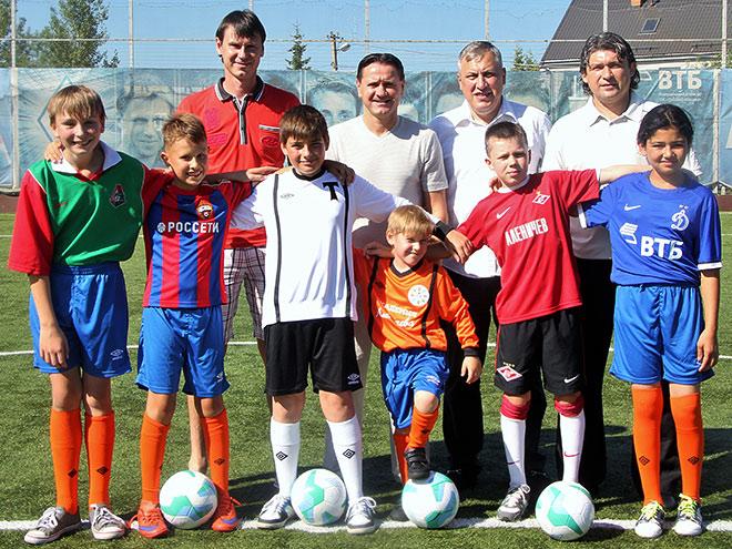 Аленичев, Титов и Ананко посетили Детскую академию футбола Аленичева