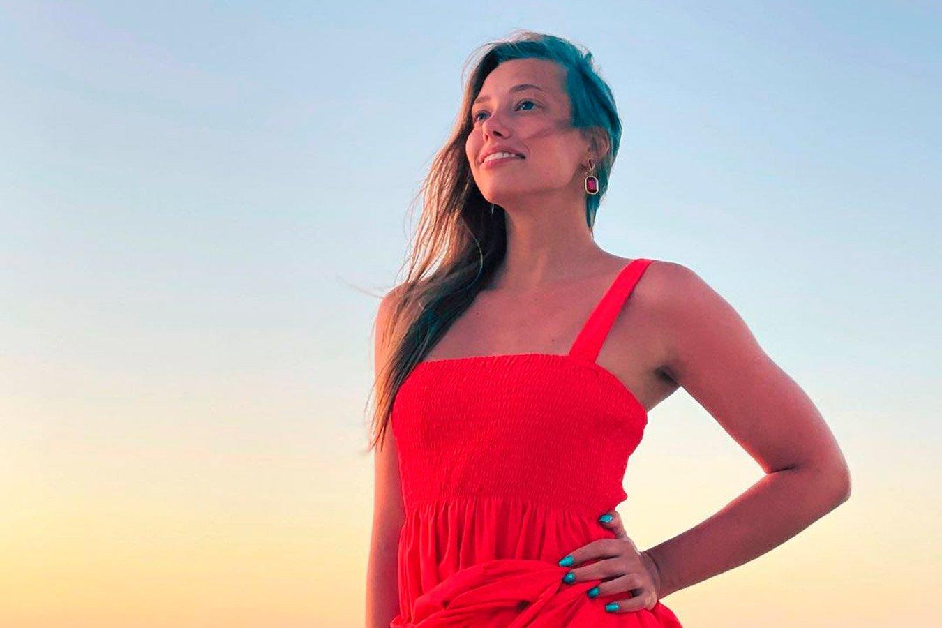 Гимнастка Бирюкова показала яркое фото на фоне моря с отдыха на Кубе