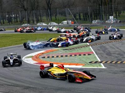 Мове и Сироткин столкнулись в первой гонке WSR